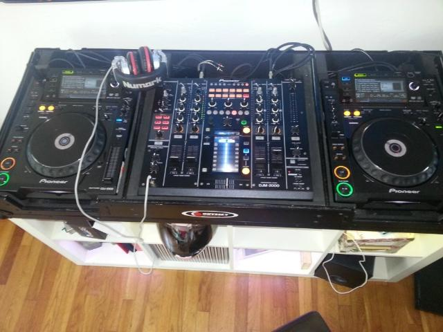 For Sale 2X Pioneer CDJ-2000 Turntable + DJM-2000 Mixer