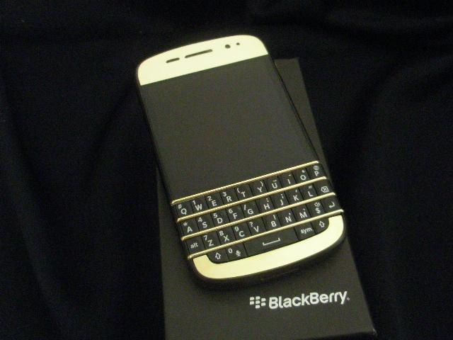 Ramadan Offer BB Porsche, BB Q10, BB Q5, BB Z10 + VIP Pins ADD (BBM) :- 28A533E0